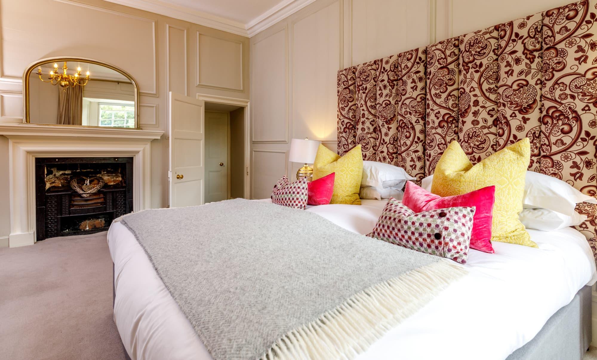 Daymer - bed and bathroom door-pichi