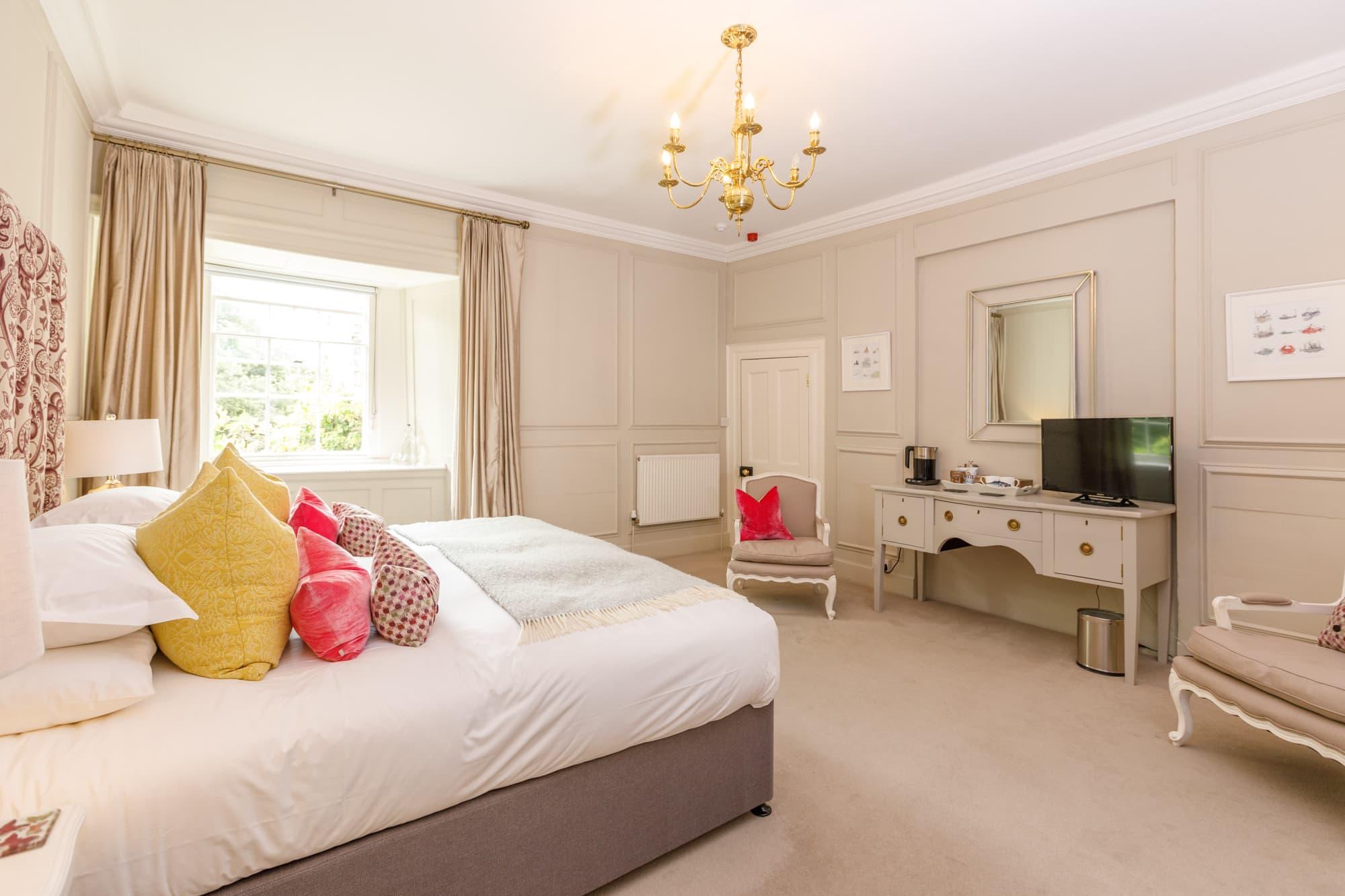 Daymer - bed and bedroom door-pichi