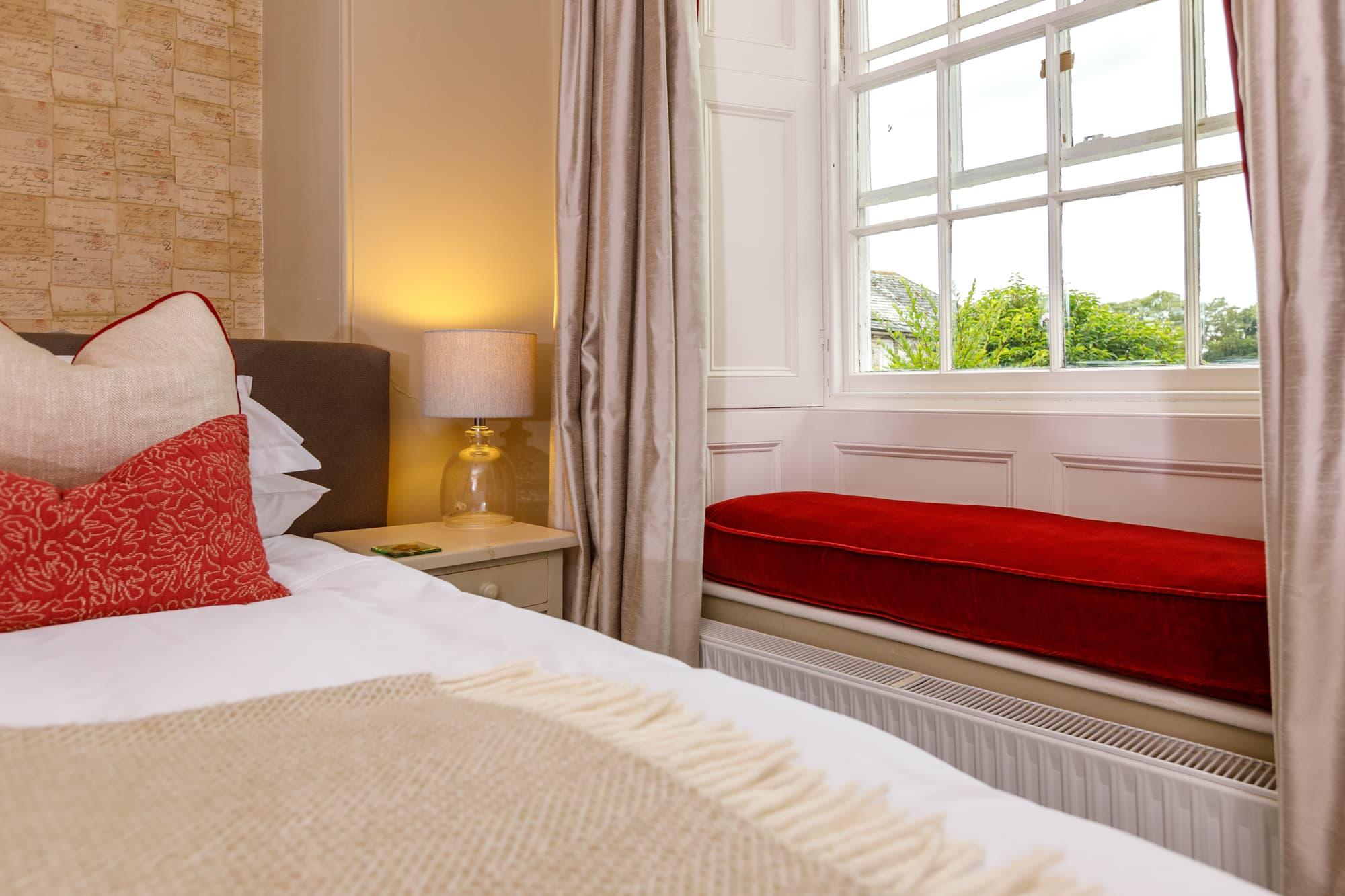 Greenaway - Bed & window-pichi