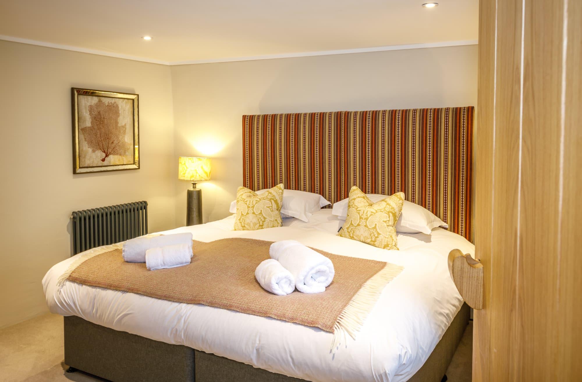 Harlyn - Door & Bed-pichi