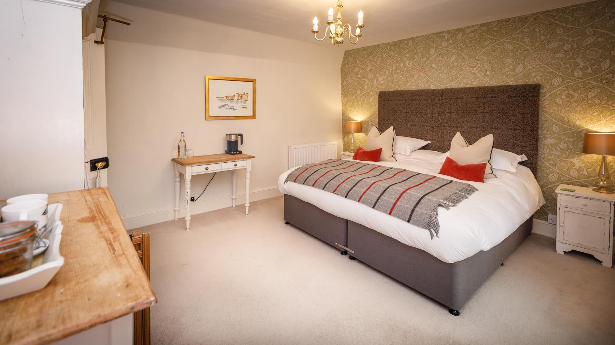 Lundy - bedroom diagonal-pichi